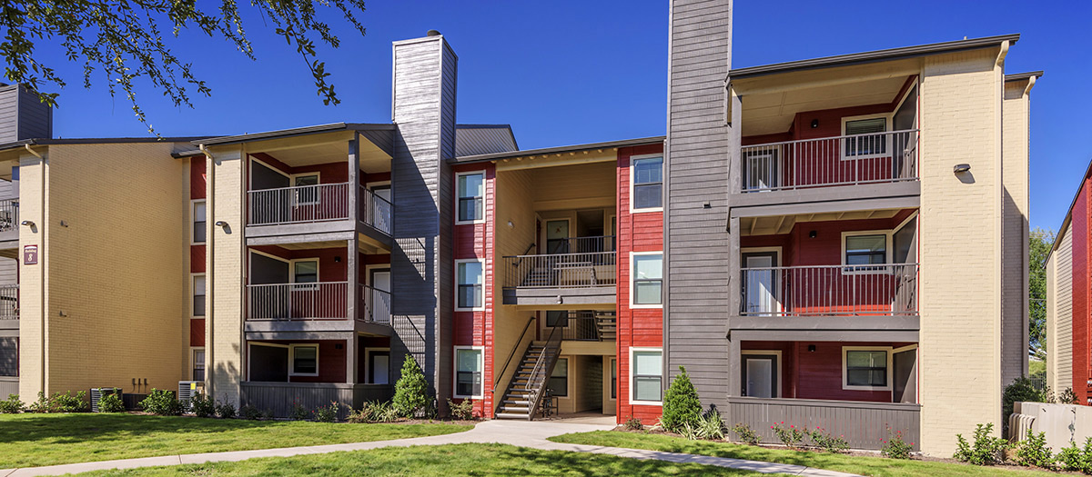 Southeast austin apartments stassney woods maa for Furnished 1 bedroom apartments austin tx